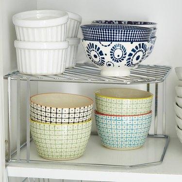 corner shelf riser
