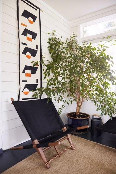 midcentury modern hallway idea with wall art