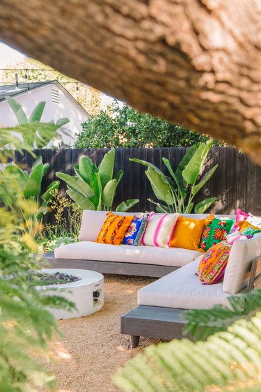 contemporary landscape with outdoor seating and modern plants