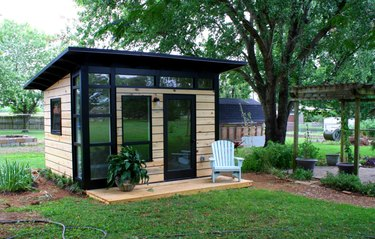 Contemporary shed with wood and black details and windows