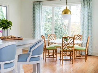 analogous color dining with blue and green