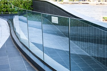 tempered laminated glass railing balustrade panels frame less safety glass for modern architectural buildings.