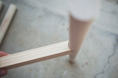 Holding the cross brace to a dowel