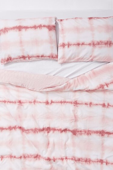 pink and white tie dye bedding