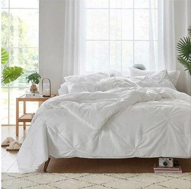 white tufted bedding