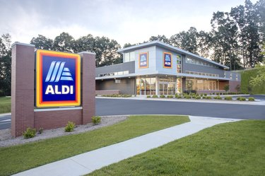 aldi storefront and sign