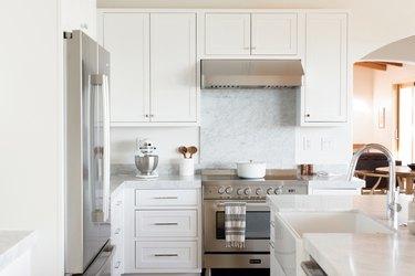 12 Inexpensive Kitchen Backsplash Ideas On a Budget