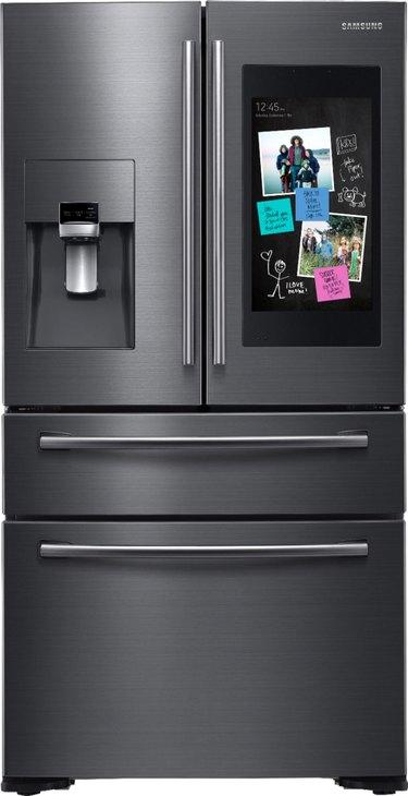 Samsung Family Hub 4-Door French Door Smart Refrigerator in Fingerprint Resistant Black Stainless Steel