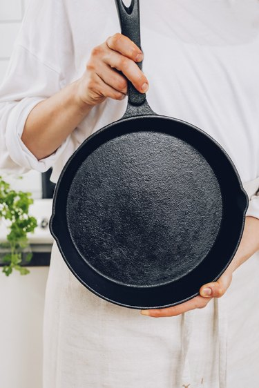 5 simple steps for cleaning a cast iron skillet