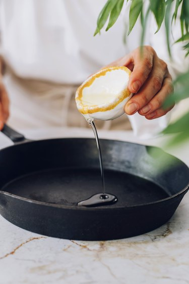 Coat skillet with 2 teaspoons of vegetable oil