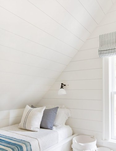 small farmhouse bedroom ideas with white walls