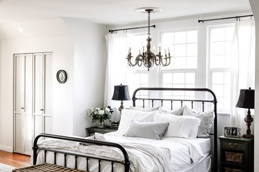small farmhouse bedroom ideas with rustic chandelier