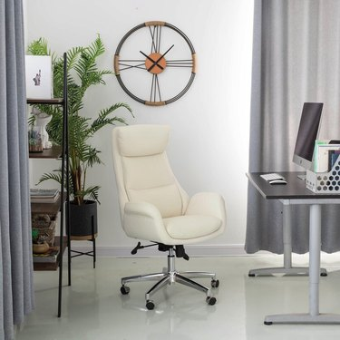 gaming chairs white