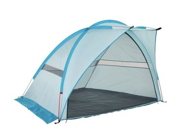 Woods Canada Outbound Oasis 2-Person Beach Tent & Sun Shade Shelter with Carrying Case