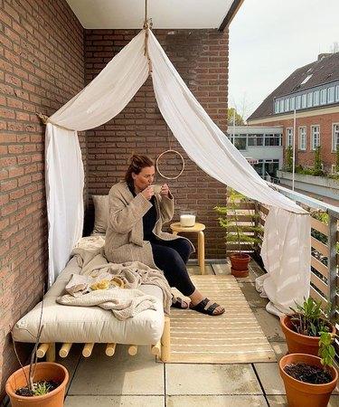 diy balcony canopy