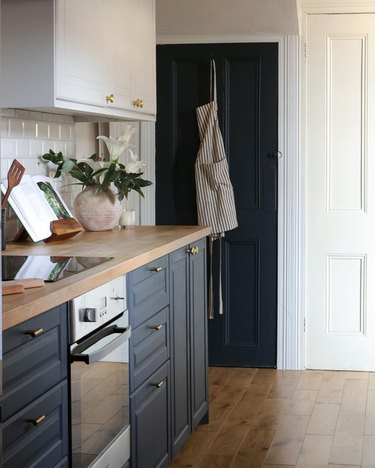 navy blue and white two tone chalk painted kitchen cabinets