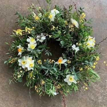 spring daffodil wreath