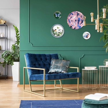 green walls with different sizes wall plates