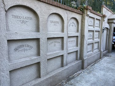 haunted mansion tombs alt route
