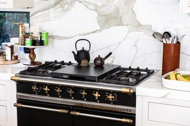 black la cornue stove against a marble backsplash