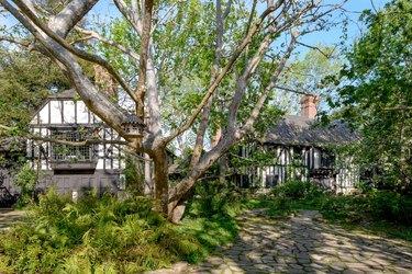 ariana grande montecito house exterior