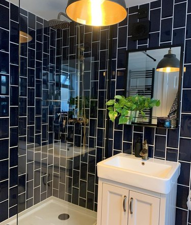 navy offset stacked backsplash with white grout