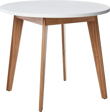 White-top round dining table with wooden legs
