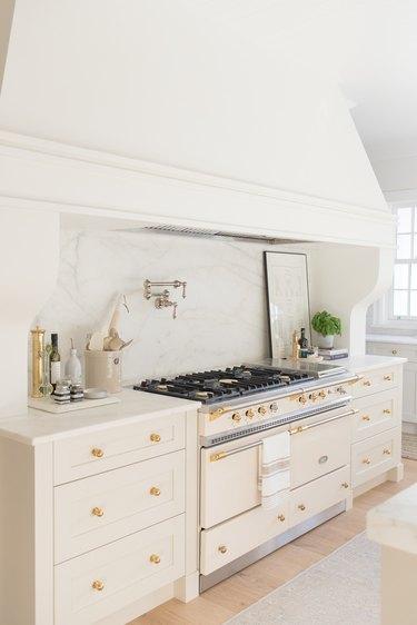 white marble backsplash with cream cabinetry