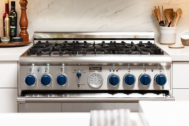 Gas stove with blue knobs