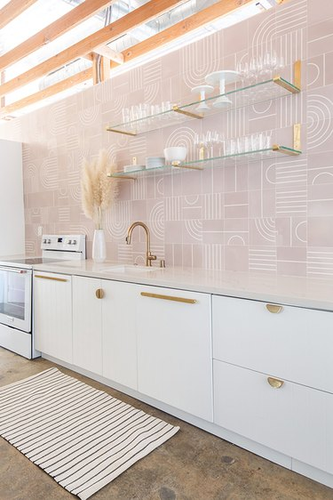 kitchen accent wall with decorative tile
