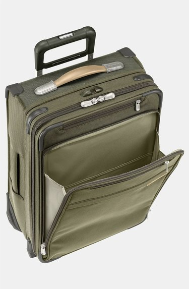 Green expandable suitcase