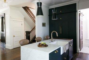 black kitchen with brass hardware