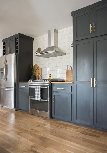 charcoal kitchen cabinet idea