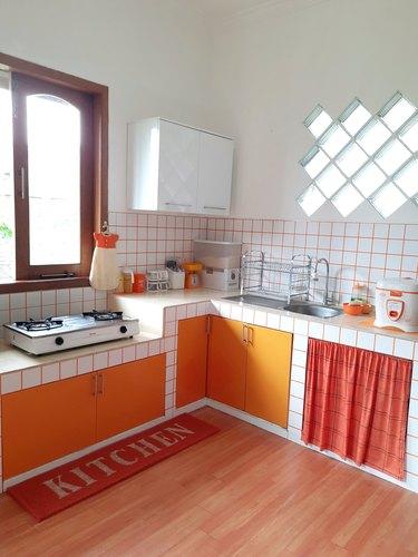 Mod orange kitchen
