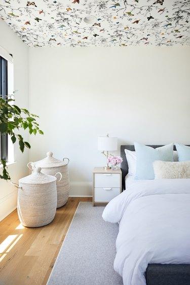 Neutral kids' bedroom by Tara Cain Design