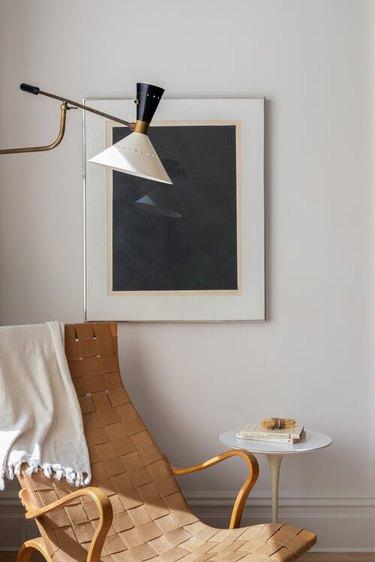 minimalist decorating idea sitting area