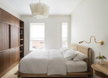 minimalist decorating idea for the bedroom