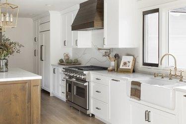 Modern craftsman kitchen with farmhouse sink