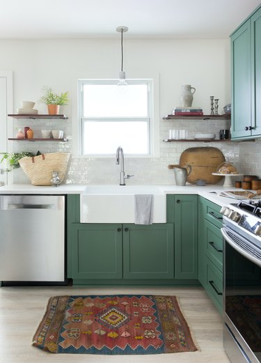 Craftsman kitchen with open shelves