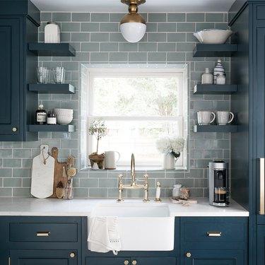 light blue backsplash with dark blue cabinets