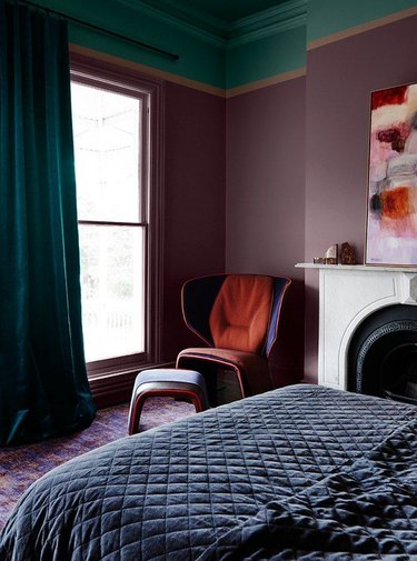 dark purple bedroom with green ceiling
