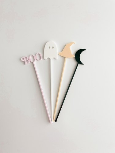 halloween cocktail stirrers in Boo, ghost, witch hat, and moon shapes