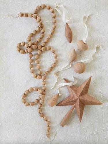 Wooden ornament set