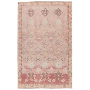 Area rug in pink