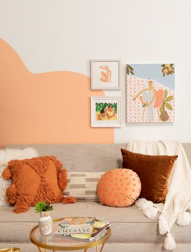 peach geometric wall accent with artwork in living room