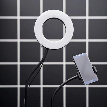Lånespelare Ring Lamp With Phone Holder