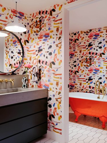 colorful bath with abstract wallpaper