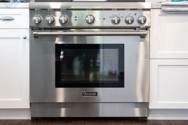 This oven door hack will make cleaning your kitchen so much easier