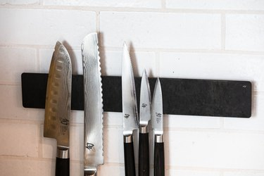 Knives on magnetic strip