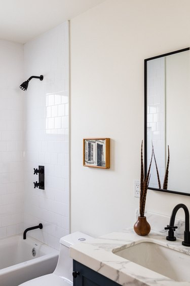 minimal small bathroom wall art with black and white finishes